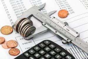 Kontrolowanie domowego budżetu i oszczędzanie - przydatne narzędzia.